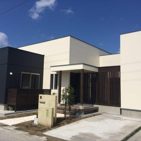 モダンデザインの木造住宅